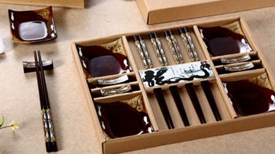 木筷子、木架、陶瓷碟子餐具套装