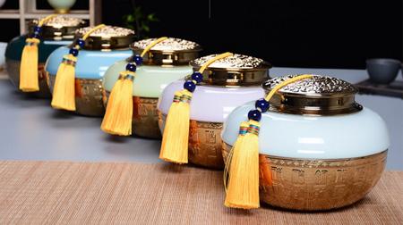 青瓷镀金茶叶罐