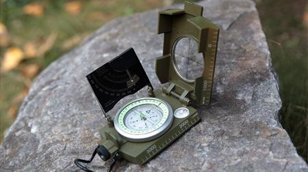 谢菲德 多功能指北针户外全荧光地质罗盘测坡度指南针