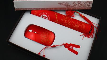 中国红办公三件装定制